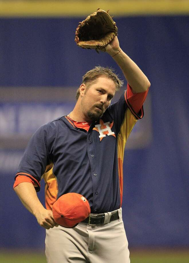 Astros pitcher Chad Qualls wipes his brow while throwing against the Rangers. Photo: Karen Warren, Houston Chronicle