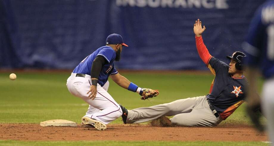 George Springer of the Astros steals second base against the Rangers. Photo: Karen Warren, Houston Chronicle