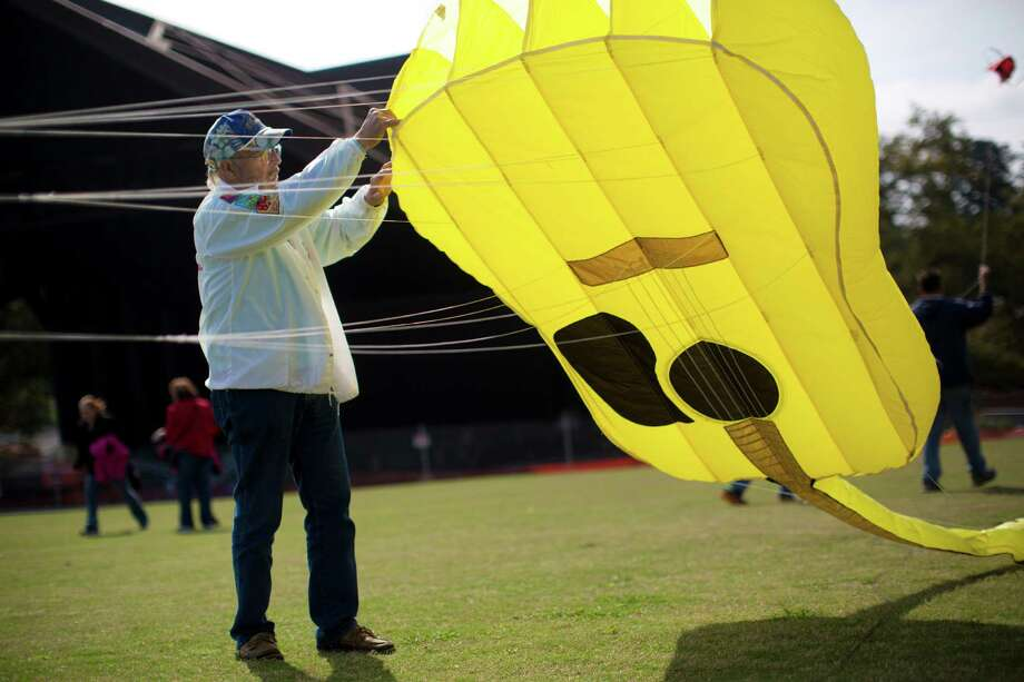 Billy Ray Mladenka, a kite enthusiast, tries his best to have his 35-foot long kite fly but to no avail during the Hermann Park Kite Festival, Saturday, March 29, 2014, in Houston. Photo: Marie D. De Jesus, Houston Chronicle / © 2014 Houston Chronicle