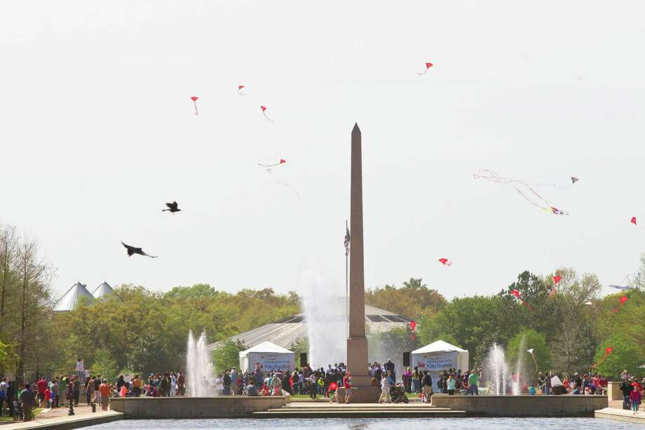 Kites fly above the Pioneer Memorial on Hermann Park, Saturday, March 29, 2014, in Houston. Photo: Marie D. De Jesus, Houston Chronicle / © 2014 Houston Chronicle