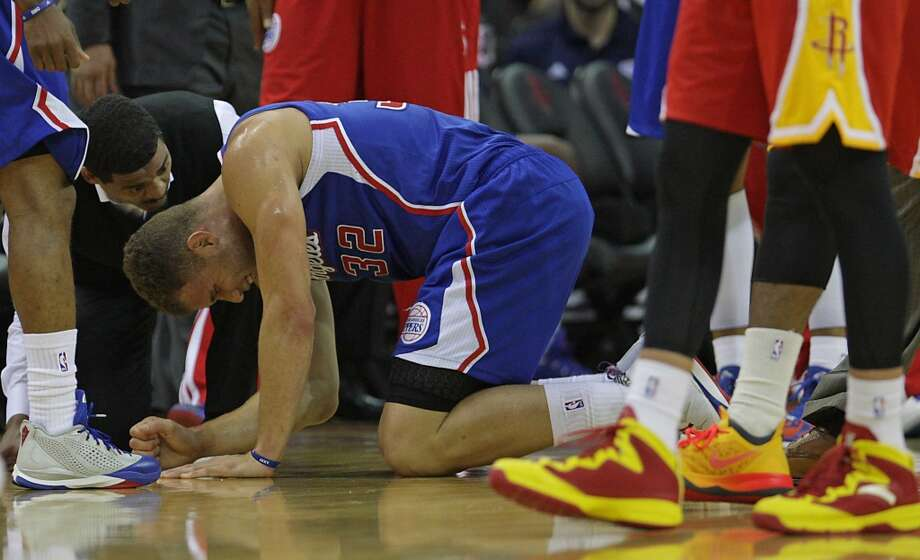 Clippers trainer Jasen Powell attends to forward Blake Griffin. Photo: James Nielsen, Houston Chronicle