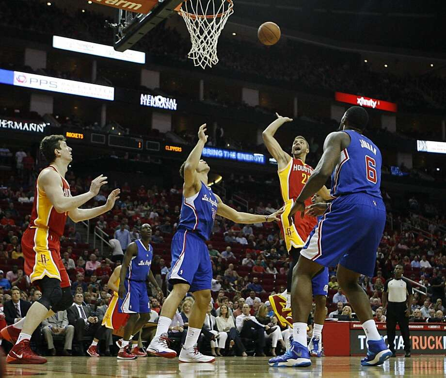 Rockets forward Chandler Parsons shoots the ball. Photo: James Nielsen, Houston Chronicle