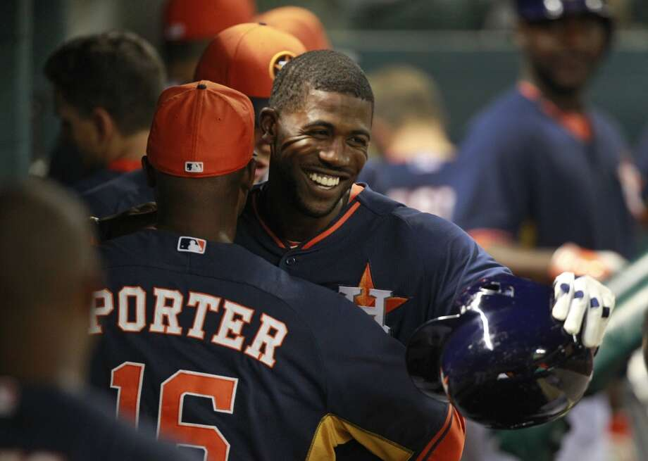 Dexter Fowler celebrates his home run with manager Bo Porter. Photo: Melissa Phillip, Houston Chronicle