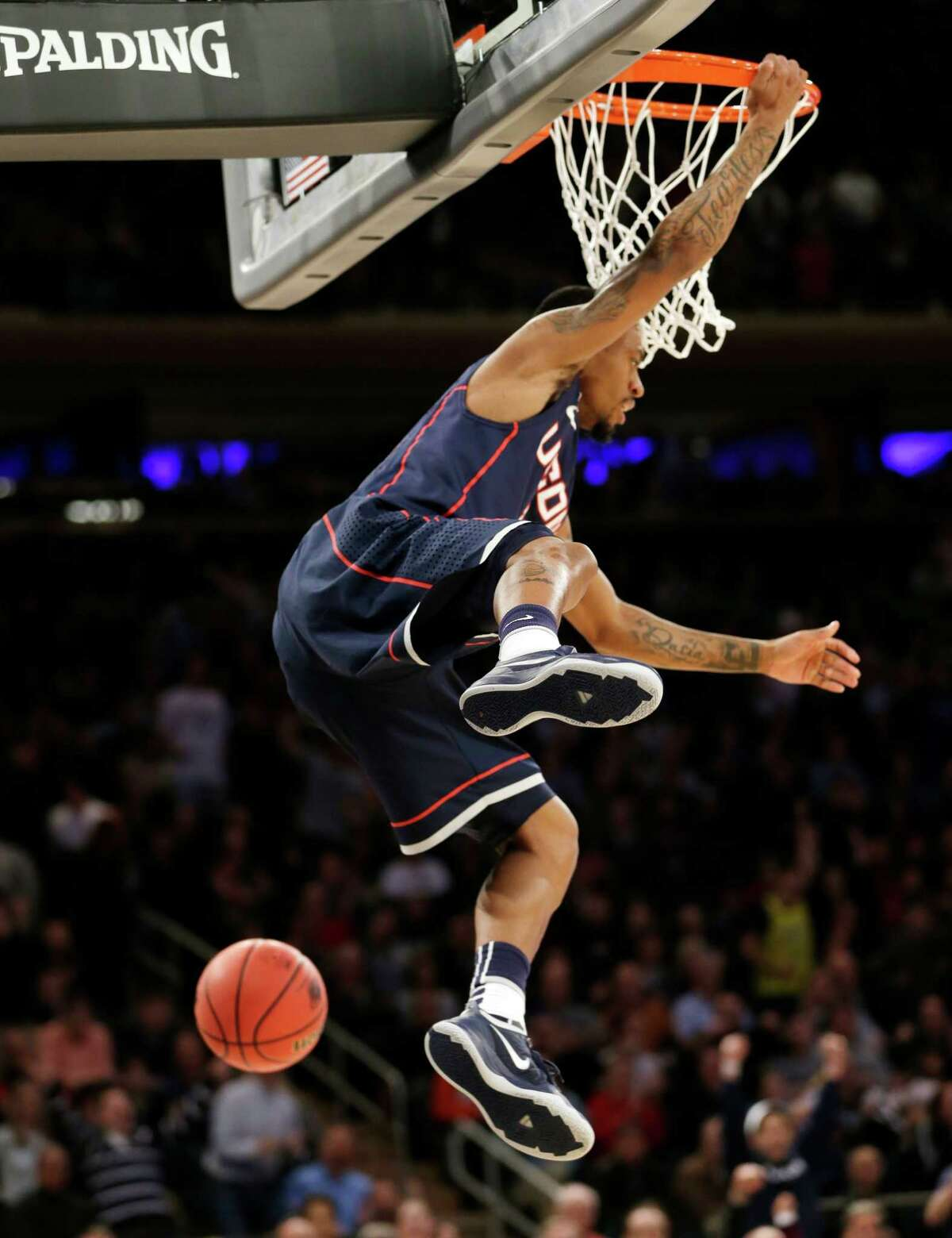 Connecticut's Ryan Boatright dunks the ball in the first half of a regional final against Michigan State at the NCAA college basketball tournament on Sunday, March 30, 2014, in New York. (AP Photo/Seth Wenig) ORG XMIT: MSG101