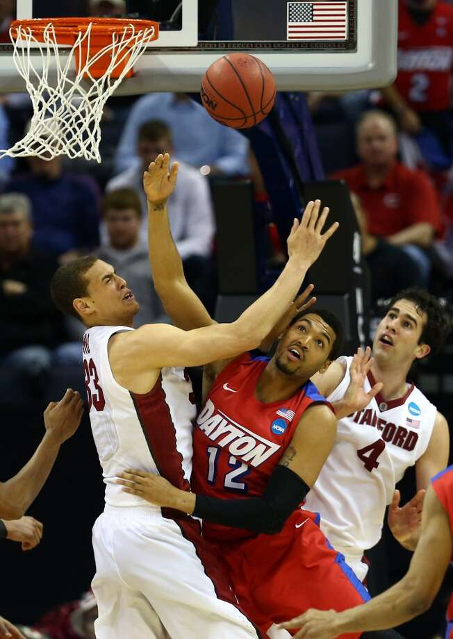Dwight Powell of Stanford and Jalen Robinson of Dayton battle for a loose ball. Photo: Streeter Lecka, Getty Images