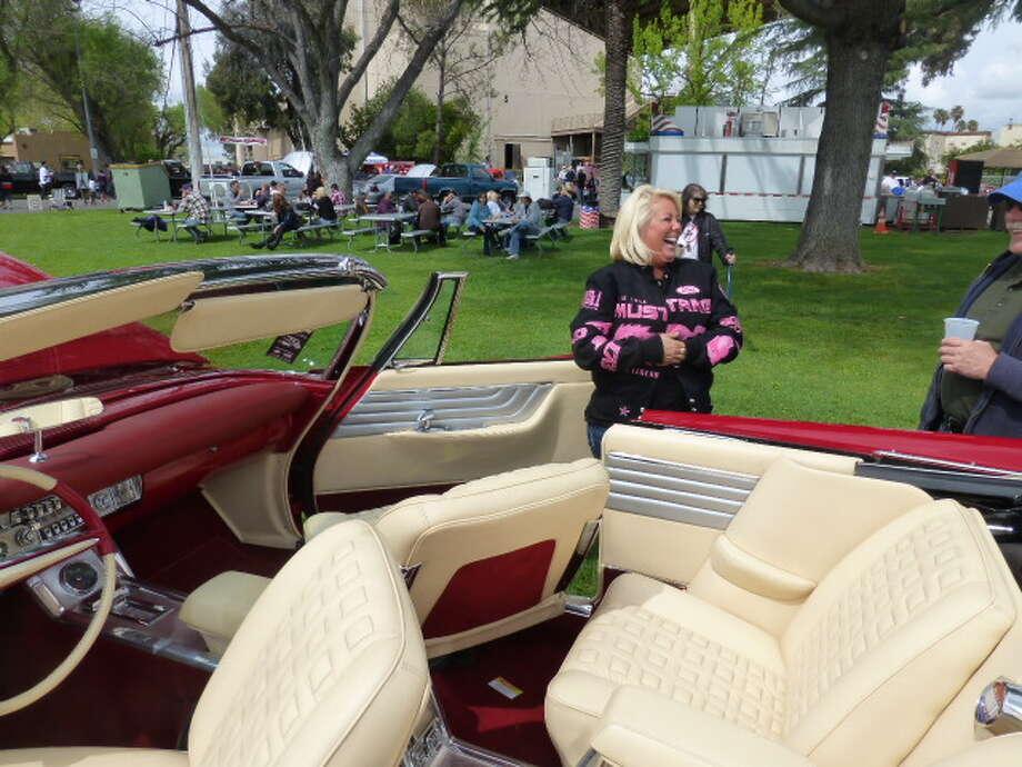 Nicole Grossman talks about the Chrysler 300G.