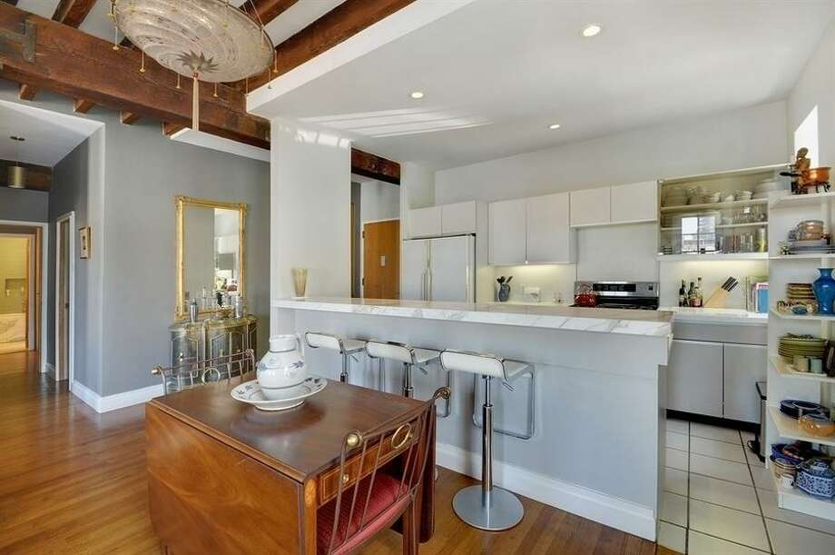 Big kitchen for an NY apartment. Photos via Corcoran Group and Zillow Blog
