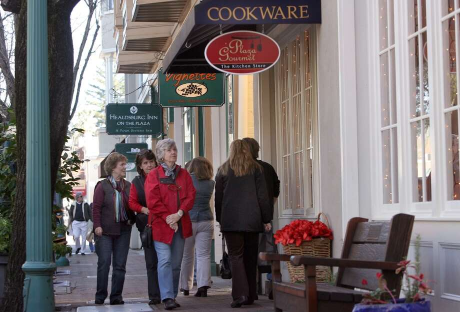 Window shopping is a popular pastime along the Healdsburg downtown plaza. Photo: Penni Gladstone, The Chronicle 2006