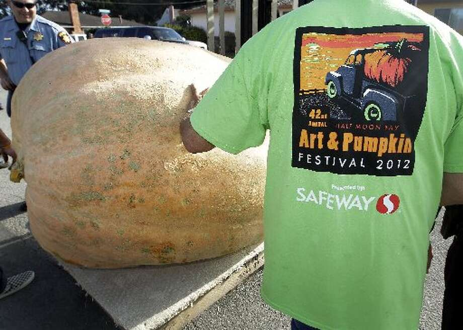 HALF MOON BAYThis San Mateo County spot is all about big waves and big pumpkins. (Drive time: 40 minutes) Photo: Tony Avelar, AP Photo