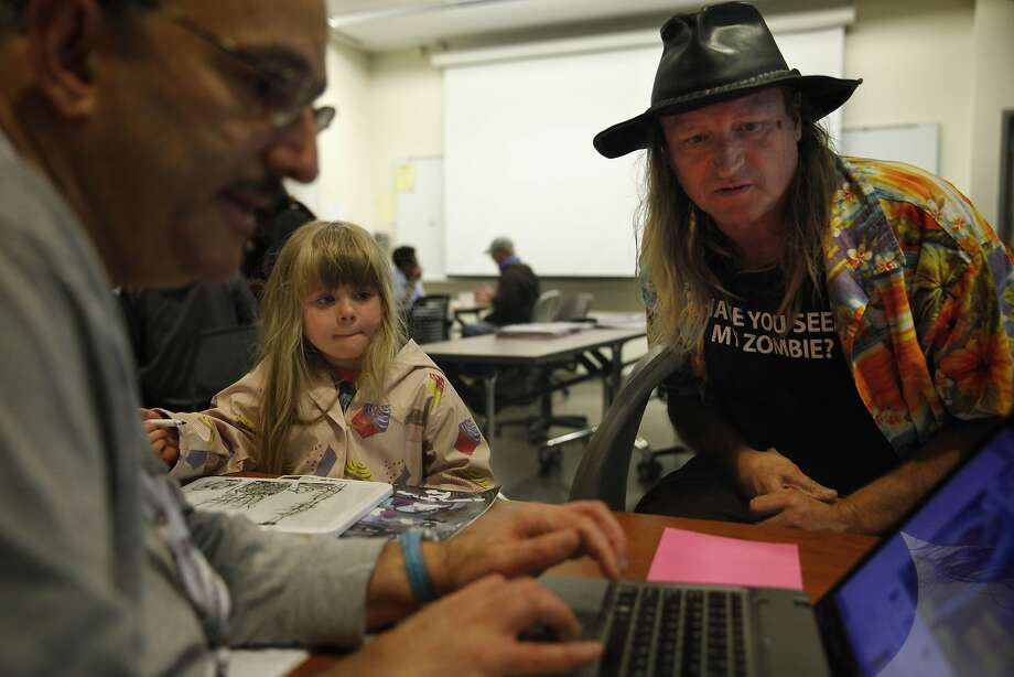 At Berkeley City College, enrollment counselor David Trilling (left) helps Donald Simonds with his application as daughter Caitlin waits. Photo: Lea Suzuki, The Chronicle