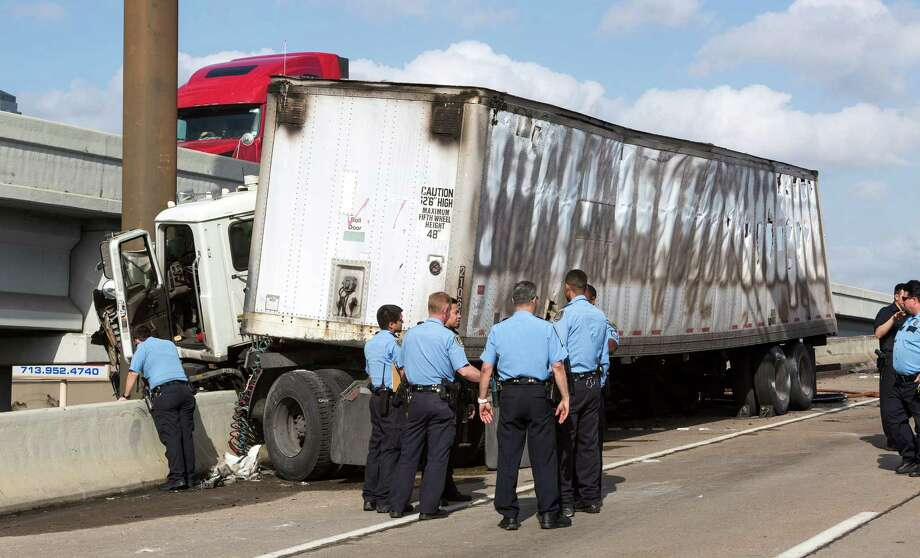 All the southbound lanes of U.S. 59 at Chimney Rock were closed this afternoon due to an 18-wheeler crash and fire. Photo: Craig Hartley, For The Chronicle / Copyright: Craig H. Hartley