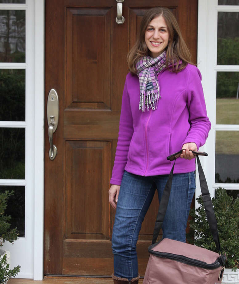 FreshDine owner Maureen Shankar making a delivery to a New Canaan home. Shankar's business targets families who are looking for healthy meals on week nights by offering a farm-to-table meal delivery service on Mondays and Wednesdays. Photo: Contributed Photo, Contributed / New Canaan News Contributed