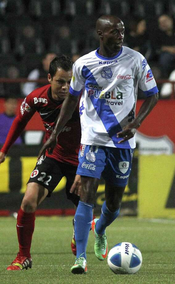 DaMarcus Beasley (front) of Puebla vies for the ball with Juan Carlos Nuarez of Tijuana in a recent match. Photo: LatinContent / Getty Images / 2014 Straffon Images
