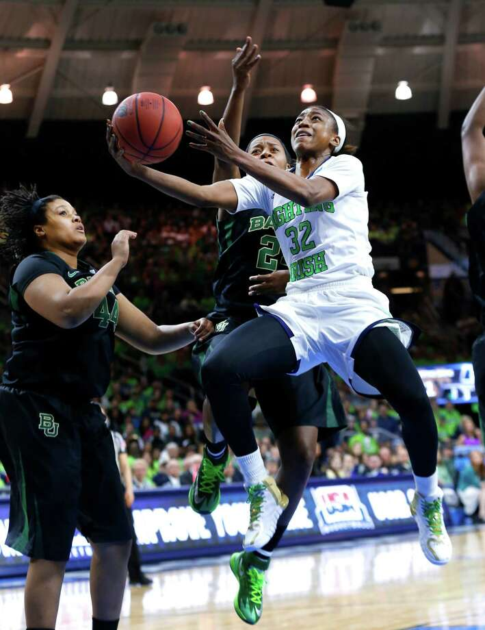 Notre Dame's Jewell Loyd (32), slicing through the Baylor defense, sparkled with 30 points. Photo: Paul Sancya, STF / AP