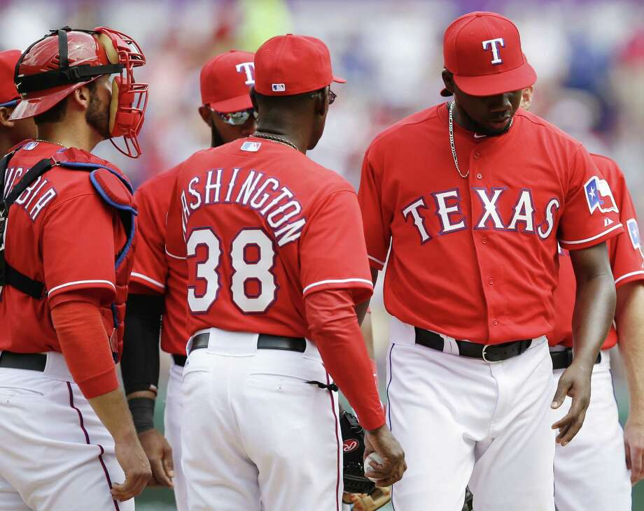 Rangers manager Ron Washington removes relief pitcher Pedro Figueroa (right) in the sixth inning as catcher J.P. Arencibia looks on. Photo: Tony Gutierrez / Associated Press / AP