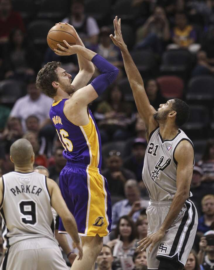 Spurs' Tim Duncan (21) defends against Los Angeles Lakers' Pau Gasol (16) in the first half at the AT&T Center on Friday, March 14, 2014. Photo: Kin Man Hui, San Antonio Express-News