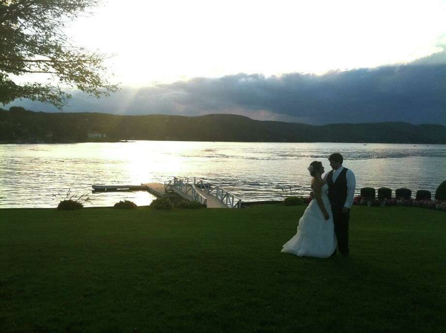 Click through to see some of the best rated wedding venues in Connecticut on The Knot. Click here to visit their listings for more venues.The Candlewood InnBrookfield, Conn. Score: 5 stars (64 ratings) Capacity: 251-300 people Price: Moderate Photo: Lidia Ryan