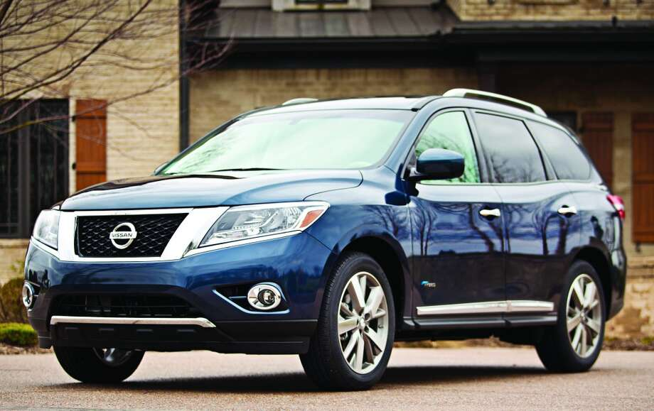 Nissan Pathfinder SUVModel year being recalled:2013Number of vehicles being recalled:124,000Reason for recall:Software glitch could deactivate front passenger airbag