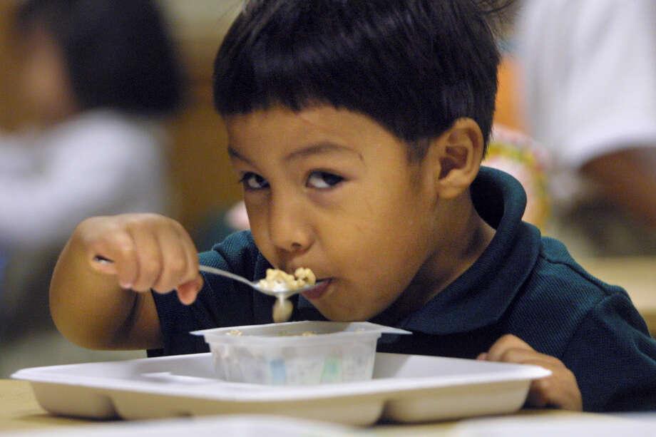 Universal breakfast at school can help children learn.  Photo: File Photo, San Antonio Express-News / SAN ANTONIO EXPRESS-NEWS