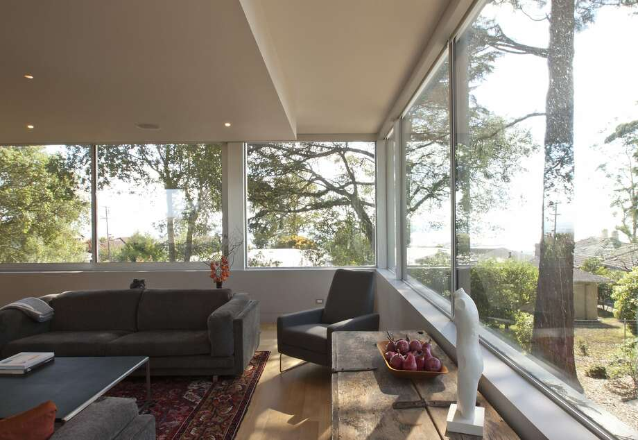 Regan Bice's design for Steve and Judy Lipson's Berkeley home pushes the public spaces to the perimeter to maximize views of the bay and Tilden Park. Photo: Aron Eisenhart