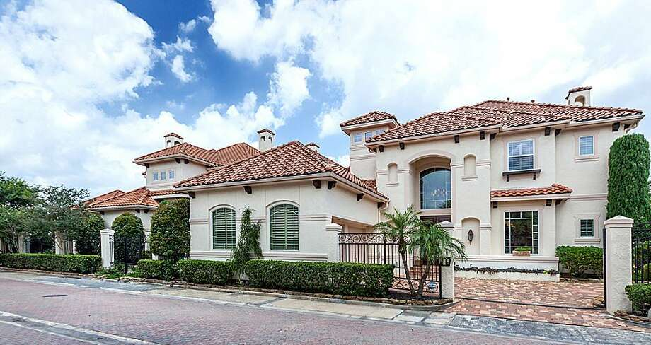 13 Mariners: This 1998 home has 5 bedrooms, 4 full and 2 half bathrooms, 7,218 square feet, and is listed for $2,390,000. Photo: Houston Association Of Realtors