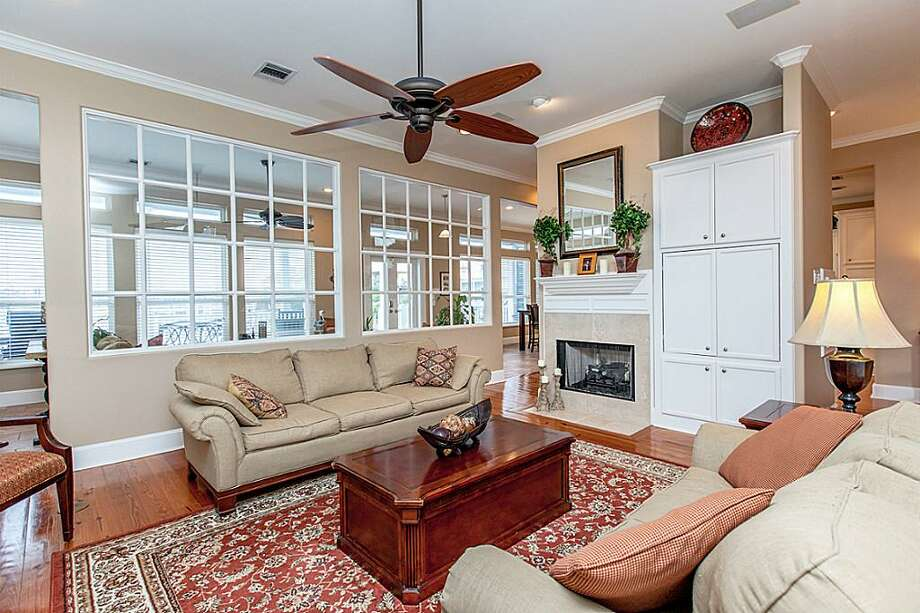 613 Harborside: This 1997 home has 4 bedrooms, 3.5 bathrooms, 4,215 square feet, and is listed for $789,000. Photo: Houston Association Of Realtors