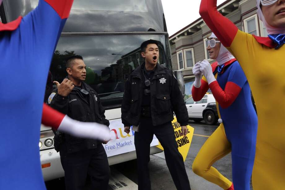 A police officer shouts for demonstrators to move out of the path of a Google Bus to Mountain View. Photo: ROBERT GALBRAITH, Reuters