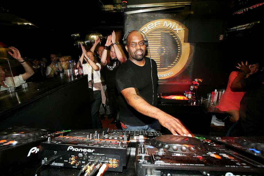 DJ Frankie Knuckles plays at the Def Mix 20th Anniversary Weekender at London's Turnmills club, 2007. Photo: Getty Images