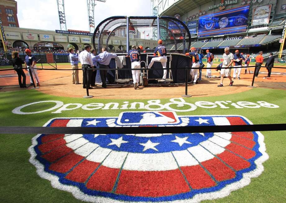 Astros players participate in batting practice before playing the Yankees. Photo: Karen Warren, Houston Chronicle