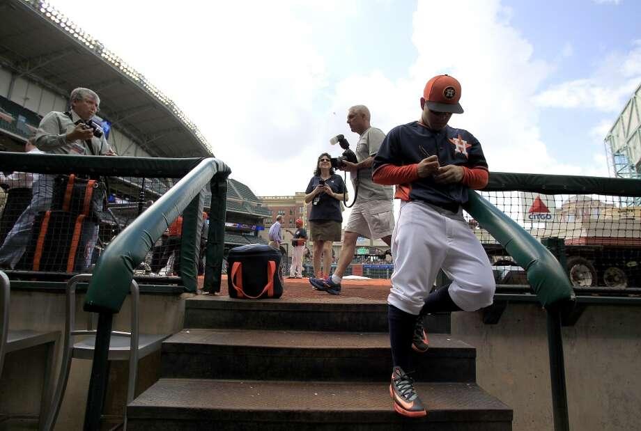 Astros second baseman Jose Altuve signs an autograph from the dugout during batting practice. Photo: Karen Warren, Houston Chronicle