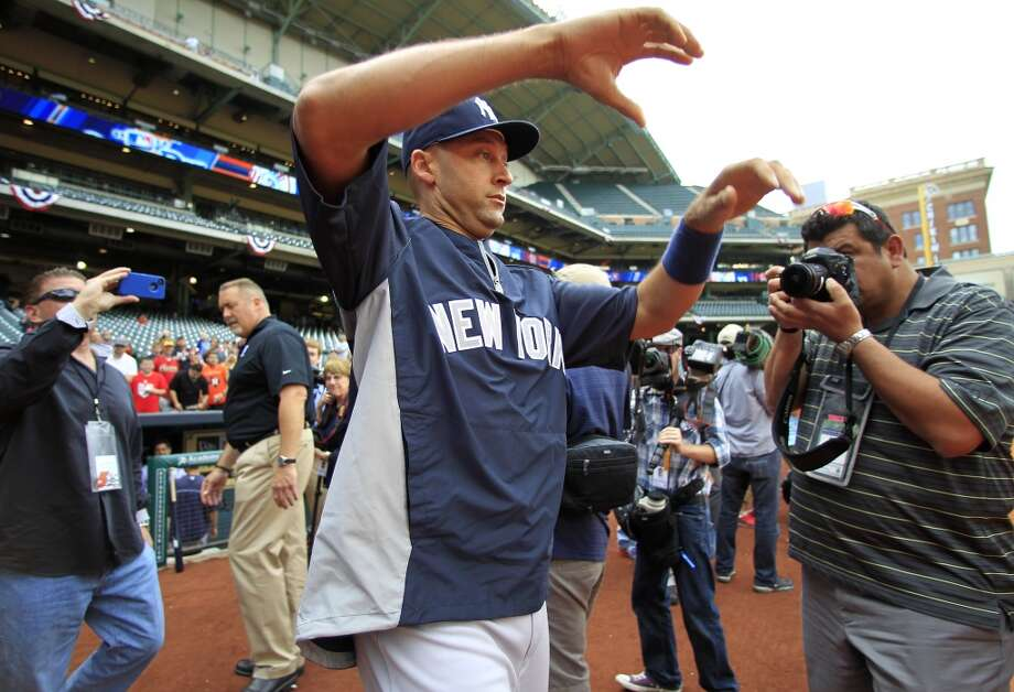 Yankees shortstop Derek Jeter (2) walks out to the field through a sea of media during batting practice. Photo: Karen Warren, Houston Chronicle