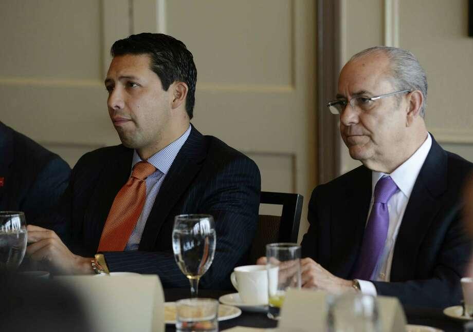 Rodrigo Alpizar Vallejo (left) of CANACINTRA and Armando Ortiz Rocha, consul general of Mexico. Photo: Billy Calzada / San Antonio Express-News / San Antonio Express-News