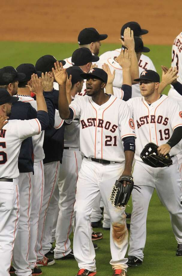 Astros players celebrate their win against the Yankees. Photo: Karen Warren, Houston Chronicle