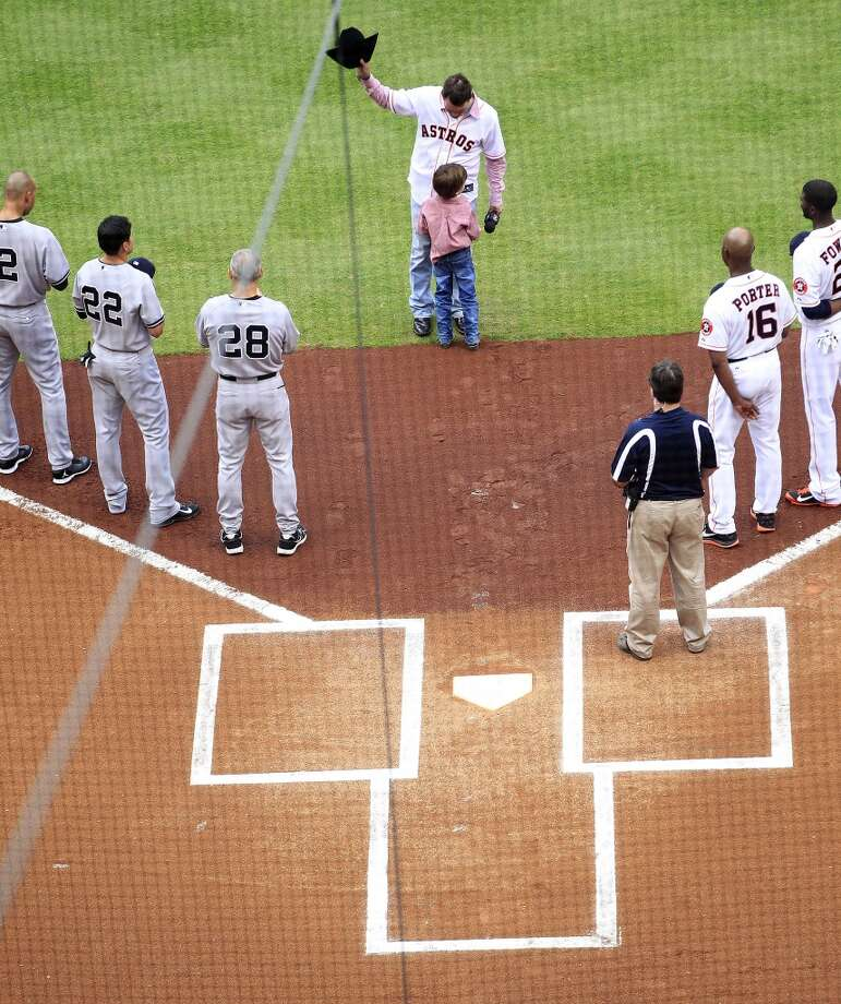 Clay Walker sings the National Anthem before the Astros face the Yankees. Photo: Karen Warren, Houston Chronicle