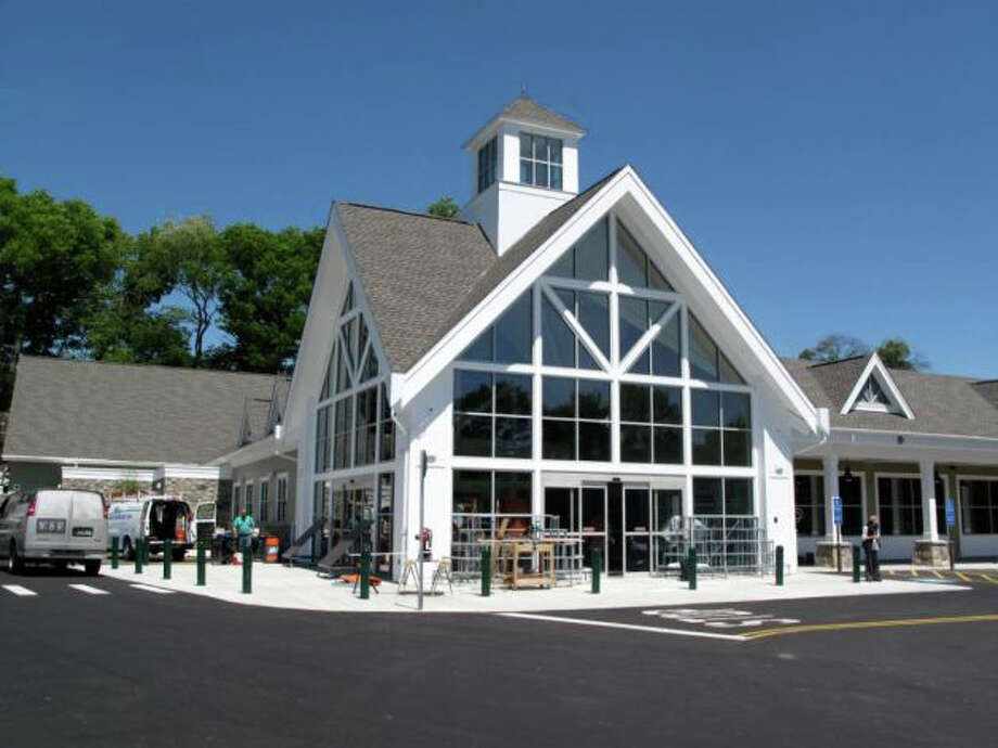 Darien Hospitality Group LLC recently refinanced with Washington Trust the ground lease for more than 5 acres at 150-152 Ledge Road, Darien, the site of Whole Foods Market. Photo: File Photo / Darien News
