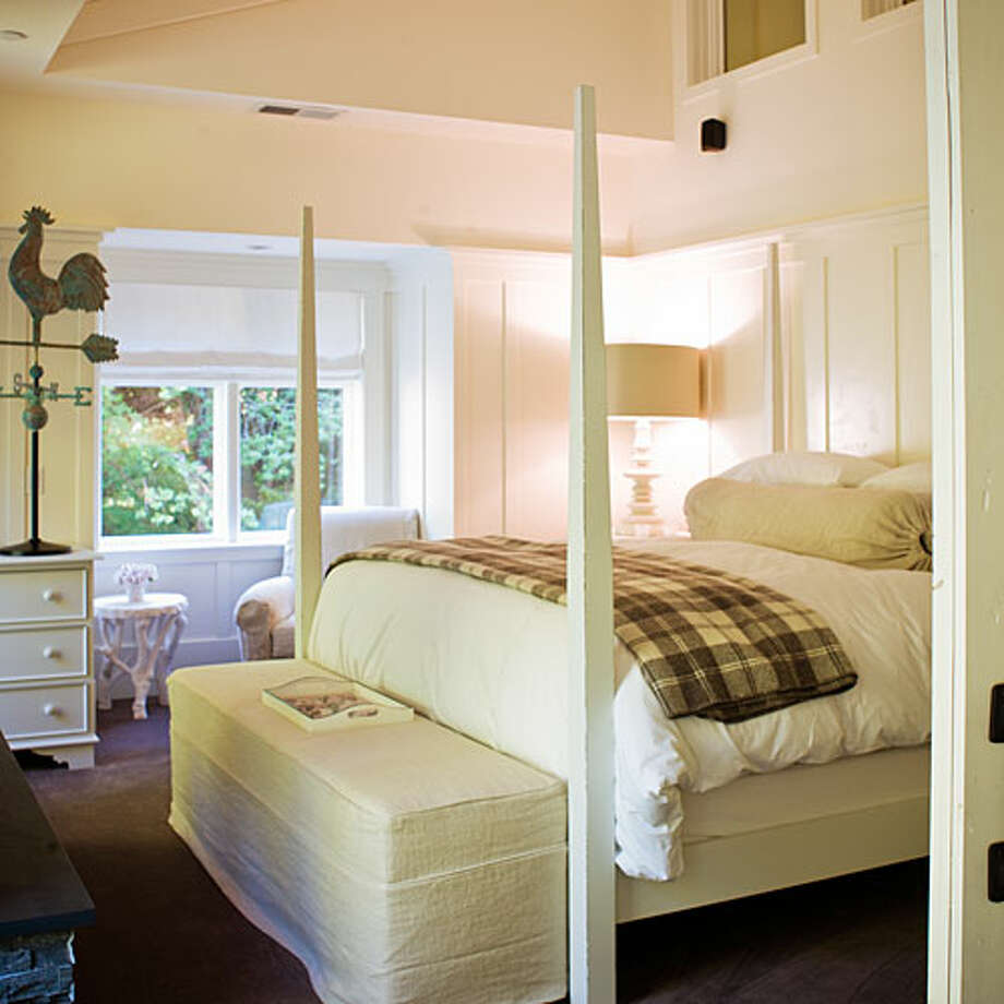 Farmhouse Inn, Sonoma County, CA We love the fresh, luxurious rooms and friendly vibe at Farmhouse Inn, between the vineyards of Sonoma and the coastal redwoods. The restaurant is a can't-miss and the small spa beautifully redone. Refreshingly, instead of charging for every little thing, the place piles on extras like a big breakfast, a s'mores bar, and a bath-salts bar.Read more: Top 10 vacation cottages & cabins Photo: Sunset.com