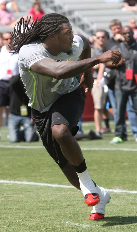 Clowney competes in a drill. Photo: Mary Ann Chastain, Associated Press