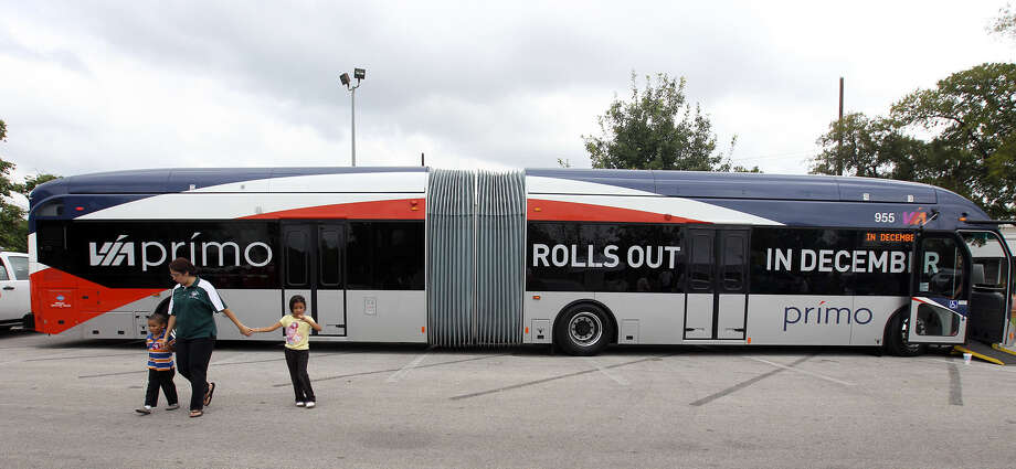 A reader argues that the streetcar proposal should be scrapped in favor of more Prímo buses. She cites the success of the Prímo route on Fredericksburg Road. Photo: Express-News File Photo / © Jennifer Whitney