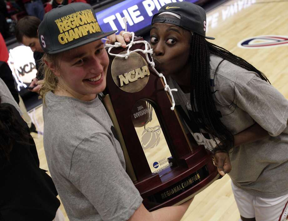 Stanford's Mikaela Ruef (left) and Chiney Ogwumike have gone 32-2 since losing 76-57 at Connecticut on Nov. 11. Photo: Carlos Avila Gonzalez, The Chronicle
