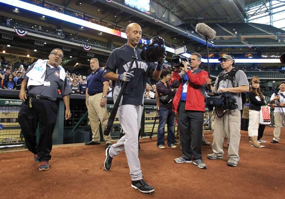 Yankees shortstop Derek Jeter takes batting practice before facing the Astros. Photo: Karen Warren, Houston Chronicle