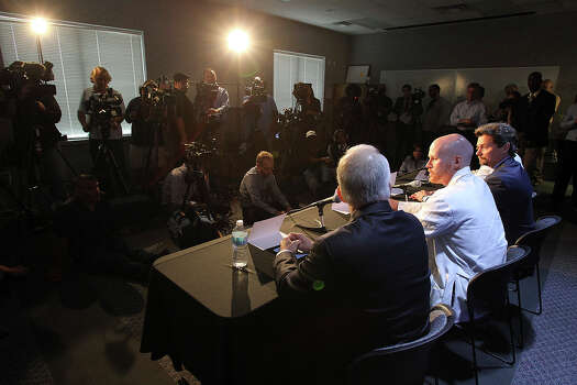Administrators and medical staff speak at a news conference about the Ft. Hood shooting victims being treated at Scott and White Hospital in Temple, Texas  on April 3, 2014. Photo: TOM REEL