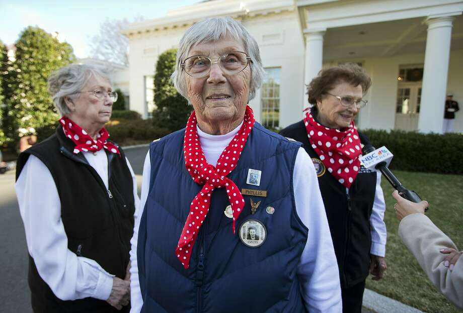 Phyllis Gould, 92 (center), her sister Marian Sousa (left) and Agnes Moore, 94, at the White House. Photo: Manuel Balce Ceneta, Associated Press