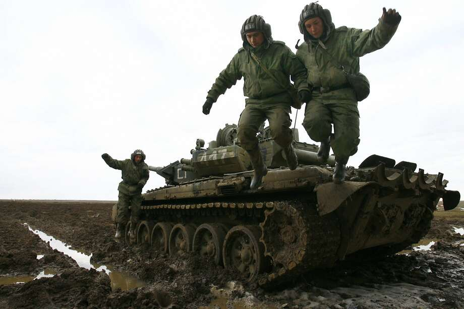 It's so far! Hold my hand! Russian soldiers jump off their tank during military exercises 