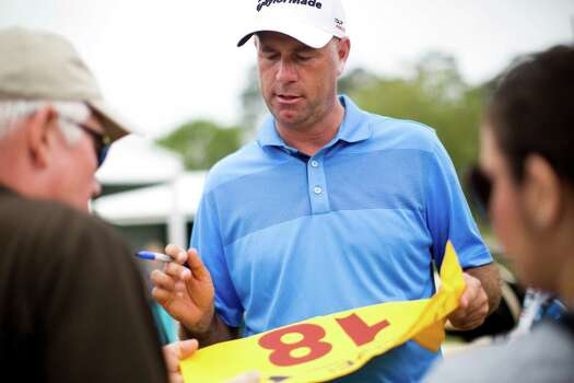 Stewart Cink signs autographs on his way out of the course after playing on the first round of the Shell Houston Open, Thursday, April 3, 2014, in Humble. Photo: Marie D. De Jesus, Houston Chronicle / © 2014 Houston Chronicle