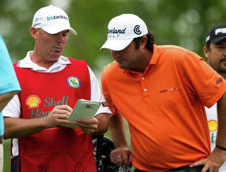 Steven Bowditch studies his score card with his caddie during the Shell Houston Open, Thursday, April 3, 2014, in Humble. Photo: Marie D. De Jesus, Houston Chronicle / © 2014 Houston Chronicle