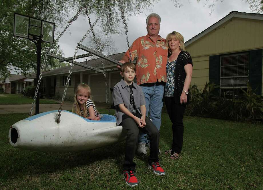 Steve and Tina Martin, with children Kasey, 5, and Stephen, 11, tried to opt out their son from standardized testing in HISD. Photo: James Nielsen, Staff / © 2014  Houston Chronicle