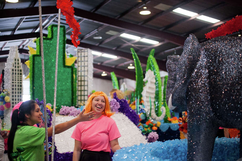 Judson High School sophomore Alexandra Barra (from left), 15, and senior Chel'le Bulosan, 18, look at the different floats during Thursday's dress rehearsal. Photo: Julysa Sosa / Julysa Sosa For the San Antonio Express-News