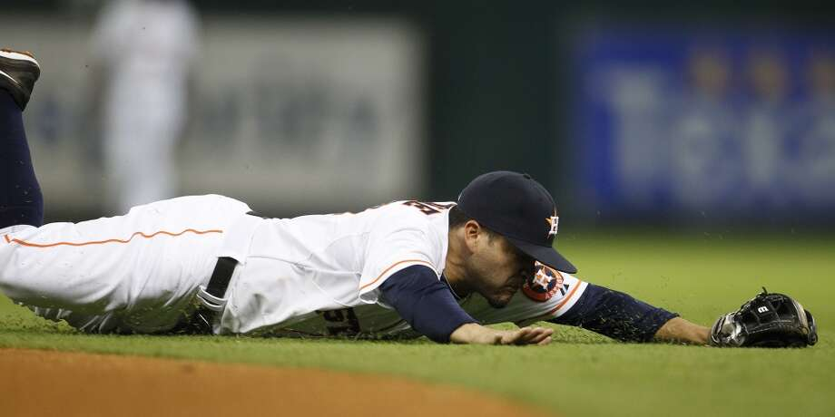 Astros second baseman Jose Altuve dives for an RBI single by Yankees center fielder Brett Gardner. Photo: Karen Warren, Houston Chronicle