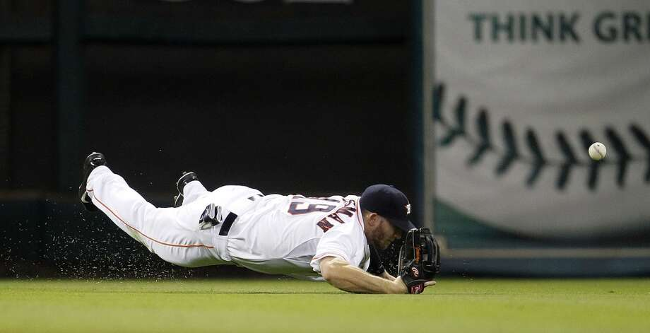 Astros left fielder Robbie Grossman reaches for a double hit by Yankee Yangervis Solarte. Photo: Karen Warren, Houston Chronicle