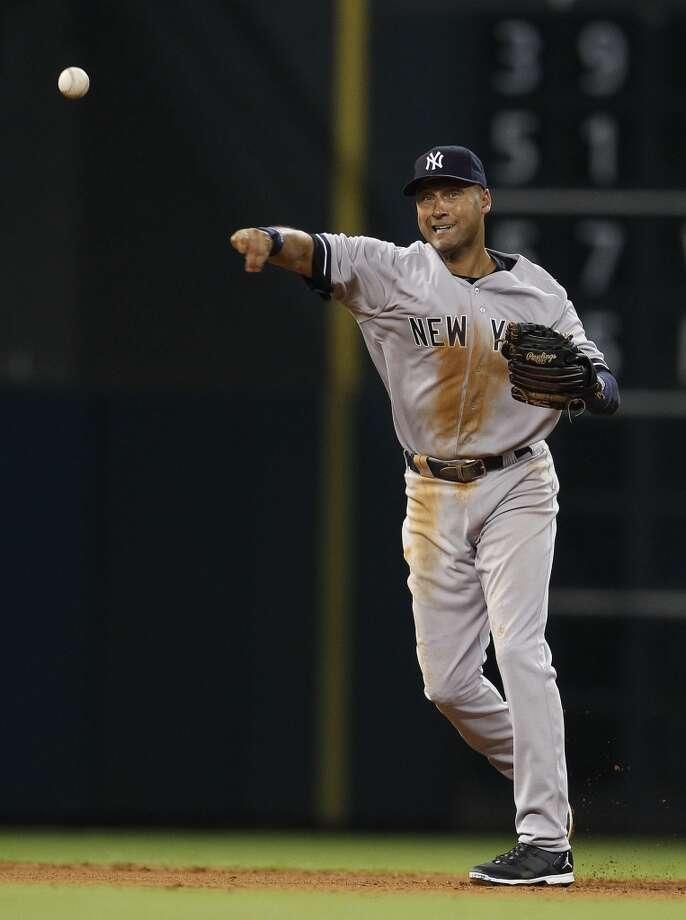Yankees shortstop Derek Jeter fields the ground out on Astros first baseman Chris Carter. Photo: Karen Warren, Houston Chronicle